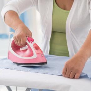 Bügeln der Kleidung