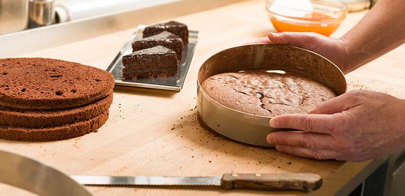 10 Dinge, die Sie nicht so gut anfühlen, wie Geräte selbst zu reparieren: Kuchen selbst backen