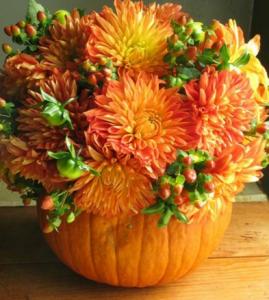 Herbstdeko - Tischdekoration mit Kürbissen