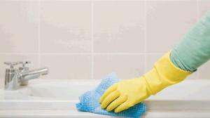 Zeitsparende Reinigungstipps, die sogar die Bequemen unter uns lieben werden.