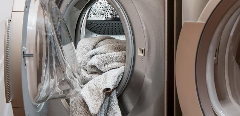 Die Waschmaschinen-Tür immer geschlossen halten