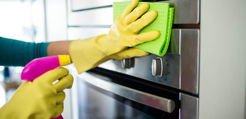 Backofen reinigen: Die besten Hausmittel & Tipps