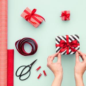 Behalte das Geschenkpapier einfach