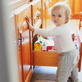 Einfache Tipps, um die Wohnung kindersicher zu machen